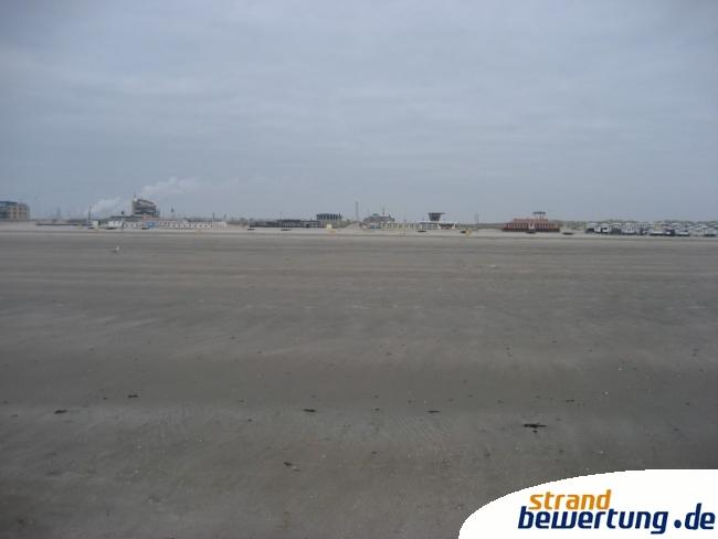die spannweite von ijmuiden am zee ist nicht zu bersehen strandbild ijmuiden an zee. Black Bedroom Furniture Sets. Home Design Ideas