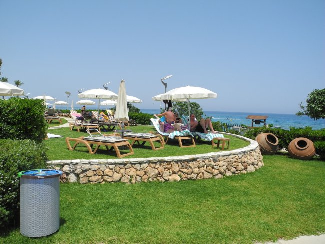 Stufenartig angelegter garten hotelbild hotel capo bay for Angelegter garten