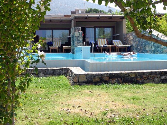 bungalow mit privatpool hotelbild blue sea village resort spa. Black Bedroom Furniture Sets. Home Design Ideas