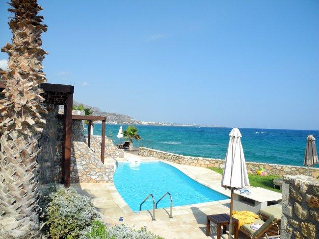 bungalow mit privatpool hotelbild ikaros beach luxury. Black Bedroom Furniture Sets. Home Design Ideas
