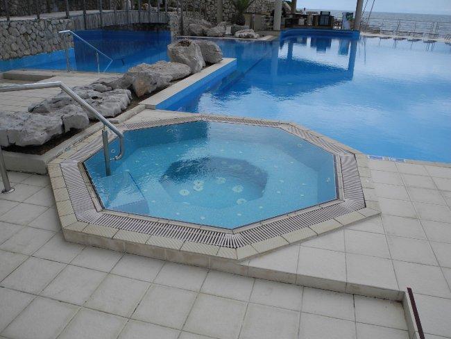 whirlpool hotelbild hotel dubrovnik palace. Black Bedroom Furniture Sets. Home Design Ideas