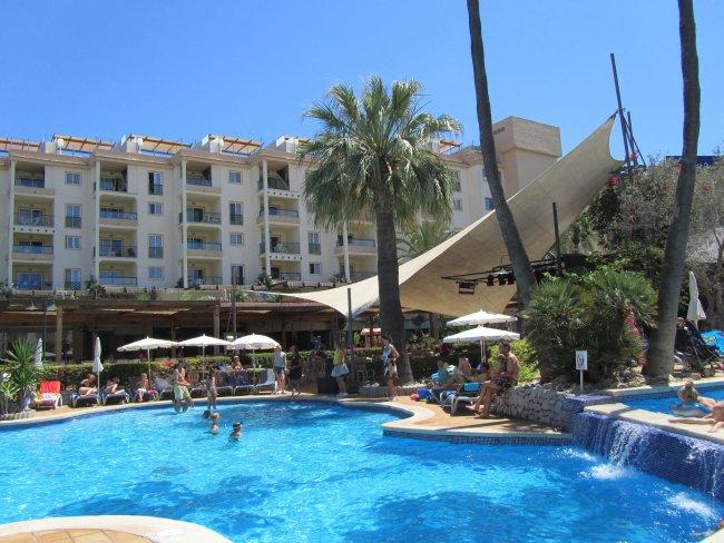 Hotel Zafiro Tropic | Alcudia Strandbewertung.de – Hotel, Das Aparthotel Zafiro Tropic liegt ...