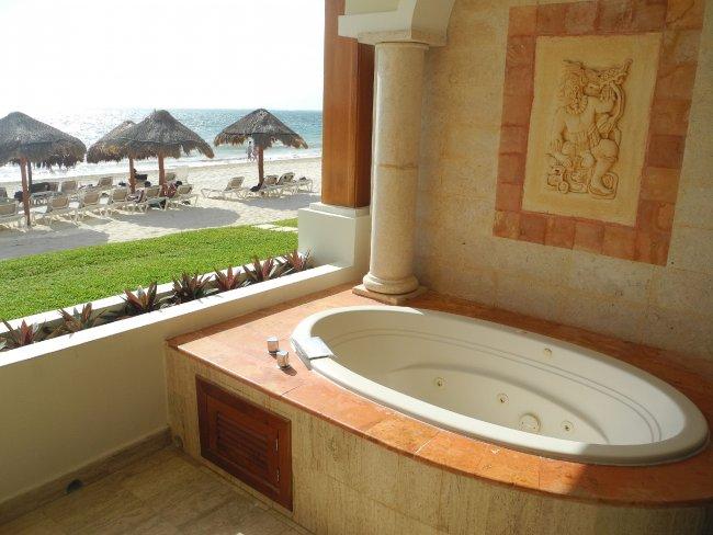 Whirlpool auf dem Balkon | Hotelbild Hotel Now Sapphire ...